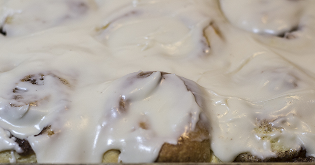 A pan of gooey cinnamon rolls.